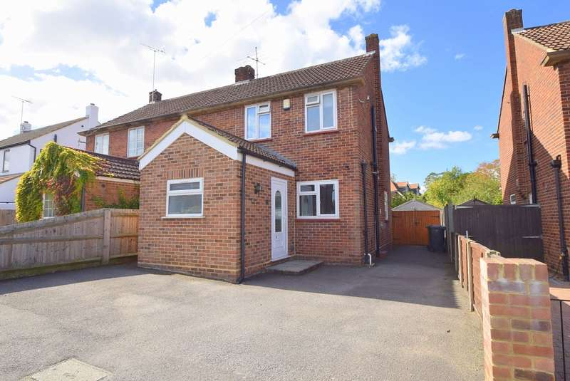 3 Bedrooms Semi Detached House for sale in Peel Close, Windsor, SL4