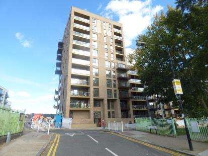 3 Bedrooms Flat for sale in 168 Upper North Street, London, Uk