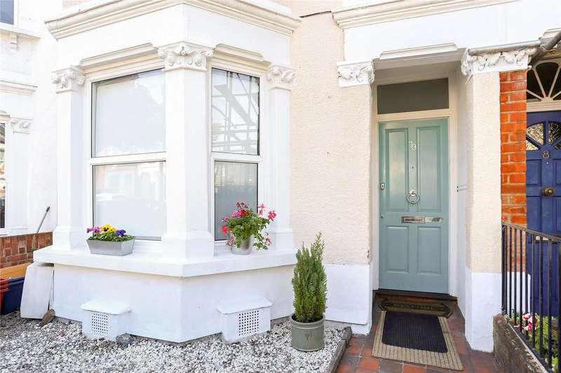 3 Bedrooms Flat for sale in Eastbury Grove, London, W4