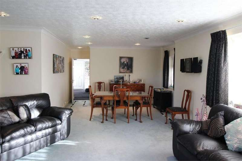 6 Bedrooms Bungalow for sale in Green Street, Shenley, Radlett, Hertfordshire, WD7 9BD
