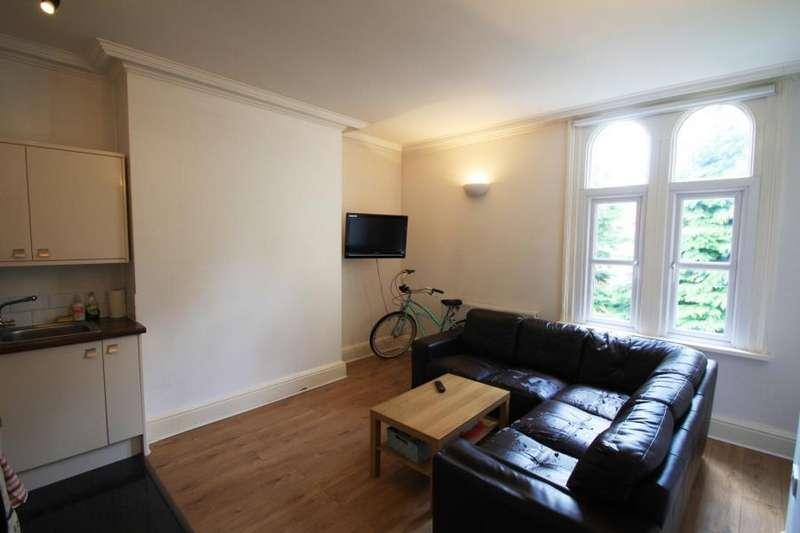 2 Bedrooms Apartment Flat for sale in 27 CLARENDON ROAD, LEEDS, LS2 9NZ