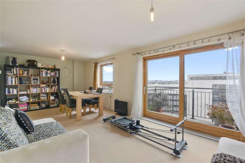 2 Bedrooms Flat for sale in Burford Wharf Apartments, 3 Cam Road, London, E15