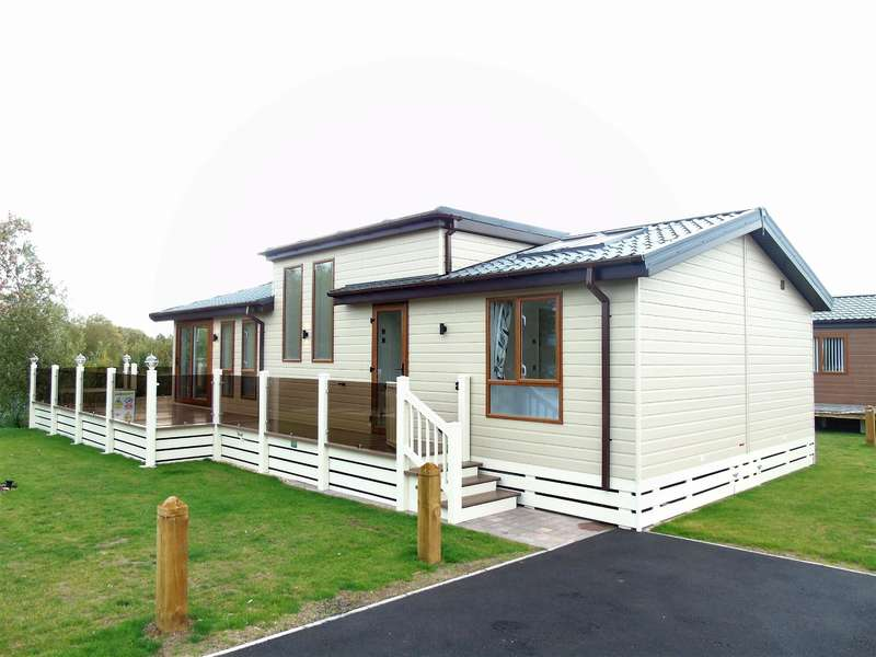 2 Bedrooms Bungalow for sale in Lagoon Pond, Sleaford Road, Tattershall, LN4 4LR