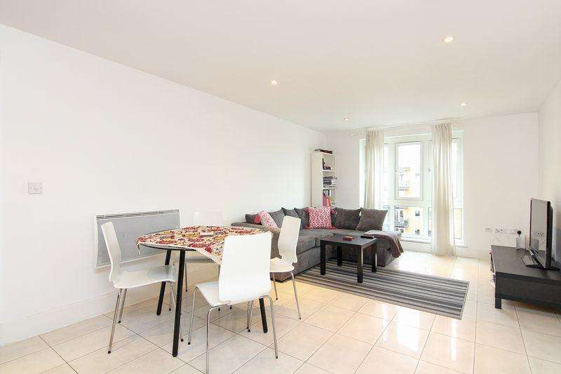 2 Bedrooms Flat for sale in Two Double Bedroom Apartment in Castle Court