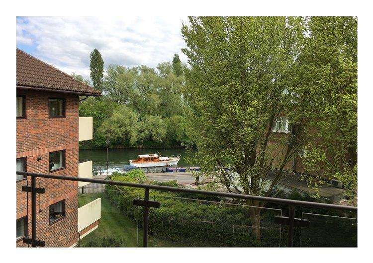 2 Bedrooms Flat for sale in Lockbridge Court, MAIDENHEAD, SL6