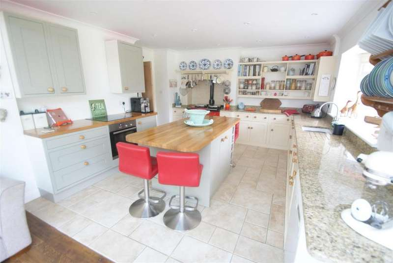 3 Bedrooms Detached Bungalow for sale in Montefiore Avenue, Rayleigh
