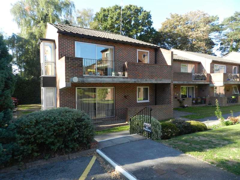 3 Bedrooms Apartment Flat for sale in Nugee Court, Dukes Ride, Crowthorne