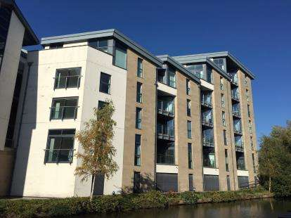 2 Bedrooms Flat for sale in Court View House, Aalborg Place, Lancaster, Lancashire, LA1