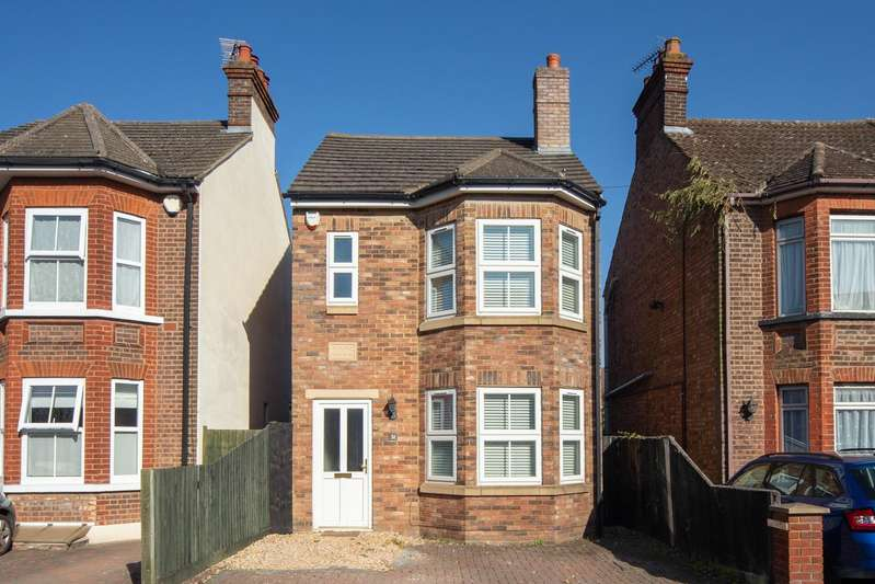 3 Bedrooms Detached House for sale in Kirby Road, Dunstable