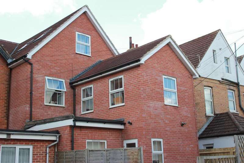 4 Bedrooms Detached House for sale in Christchurch Road, Bournemouth