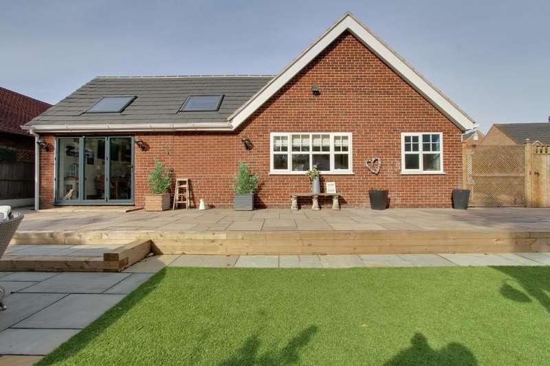 3 Bedrooms Detached Bungalow for sale in Cale Close, Kettlebrook