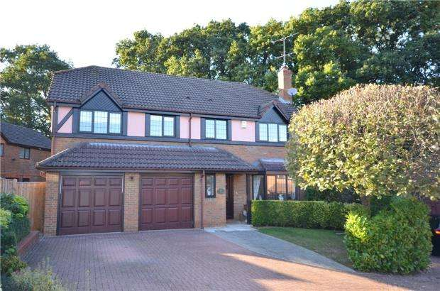 5 Bedrooms Detached House for sale in Matthews Chase, Temple Park, Binfield