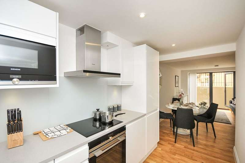 2 Bedrooms Flat for sale in Church Road, London, SE19
