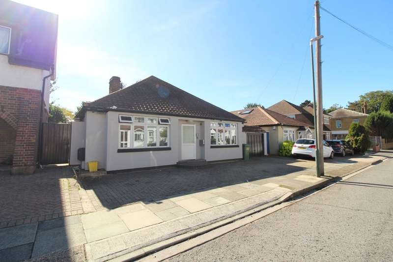 2 Bedrooms Detached Bungalow for sale in Burcharbro Road, London, SE2
