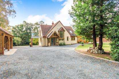 3 Bedrooms Bungalow for sale in Hainford, Norwich, Norfolk