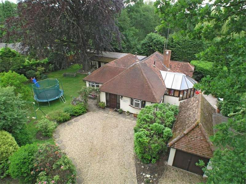 4 Bedrooms Detached Bungalow for sale in Stroud Lane, BLACKWATER, Camberley, Hampshire