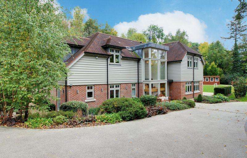 5 Bedrooms Detached House for sale in Vineyards Road, Northaw