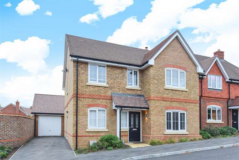 4 Bedrooms Detached House for sale in Daubeny Close, Wokingham, Berkshire, RG41 4EJ