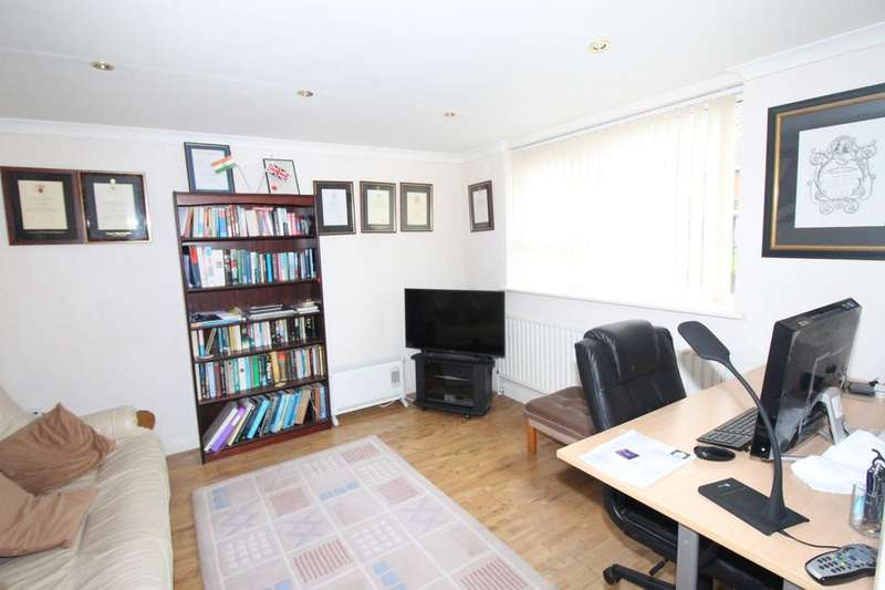 5 Bedrooms Terraced House for sale in Lambsfrith Grove, Kent, ME7