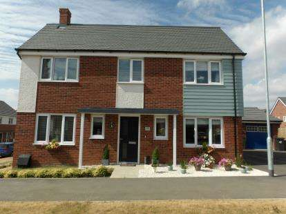 4 Bedrooms Detached House for sale in John Cooper Way, Coalville