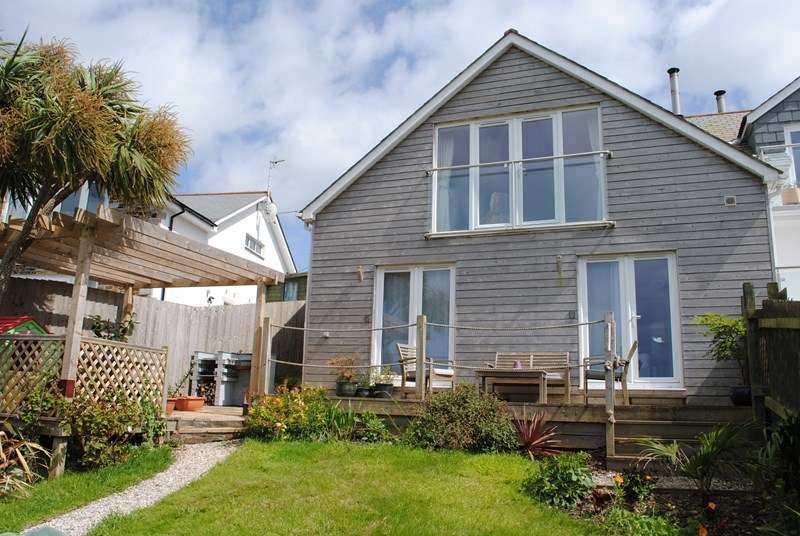 4 Bedrooms Semi Detached House for sale in Trevalga Close, PERRANPORTH