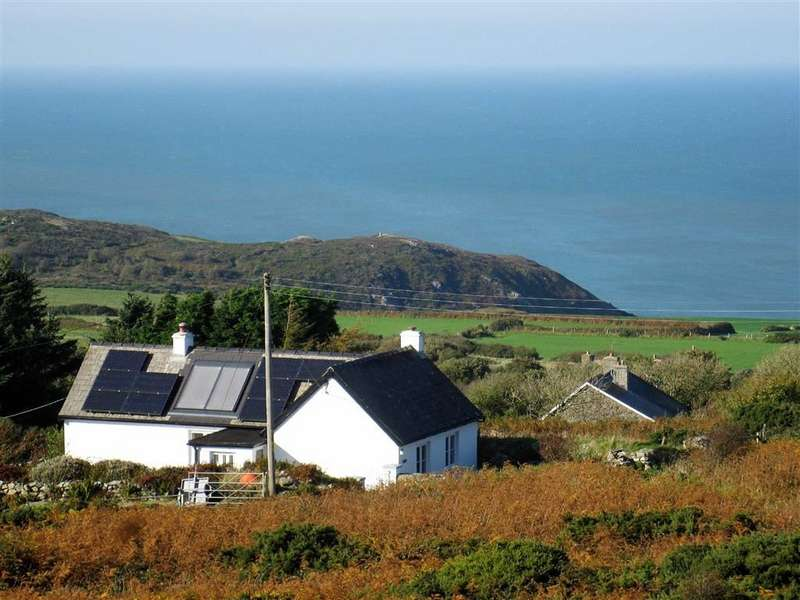 2 Bedrooms Detached Bungalow for sale in Llanwnda, Goodwick