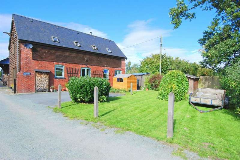 3 Bedrooms Detached House for sale in Maesmawr, Caersws