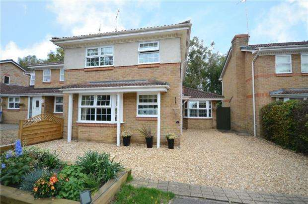 4 Bedrooms Detached House for sale in Trotwood Close, Claremont Heath, Sandhurst