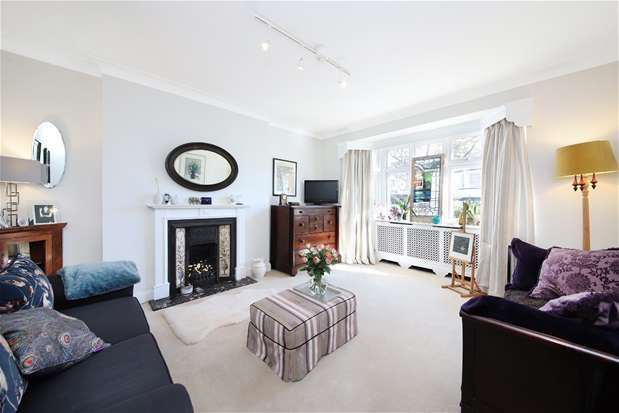 3 Bedrooms Terraced House for sale in Perry Hill, Catford