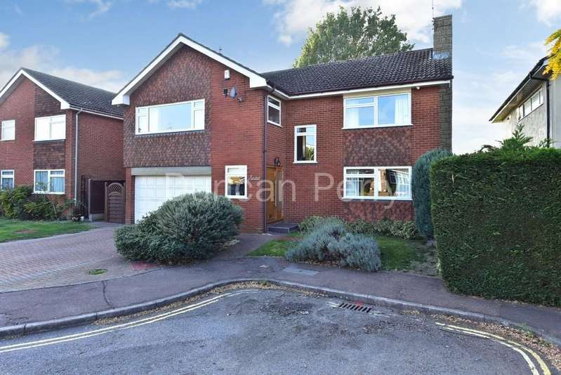 4 Bedrooms Detached House for sale in Kerdistone Close, Potters Bar