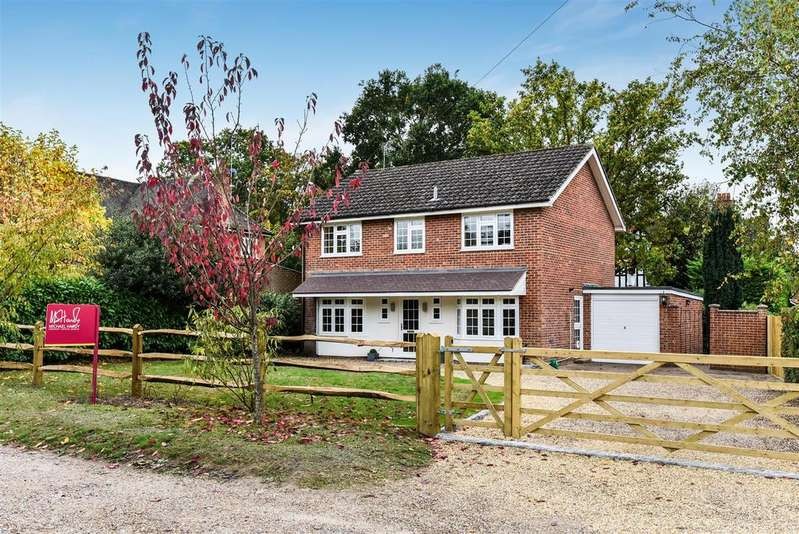 4 Bedrooms Detached House for sale in Heath Hill Road North, Crowthorne, Berkshire RG45 7BX