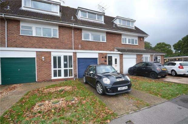 3 Bedrooms Town House for sale in Wallace Close, Woodley, Reading
