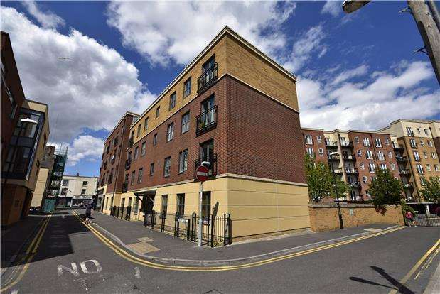 2 Bedrooms Flat for sale in Squires Court,Bedminster, Bristol, BS3 4BU
