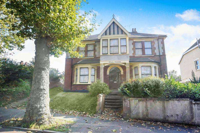 5 Bedrooms Detached House for sale in Orsett Road, Grays