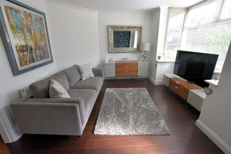 3 Bedrooms Semi Detached House for sale in Coniston Drive, Tilehurst, Reading