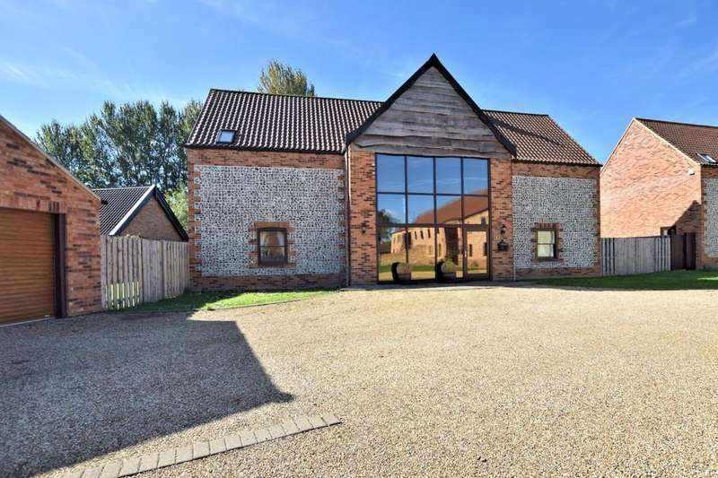 4 Bedrooms Barn Conversion Character Property for sale in Hunts Farm Close, Saham Hills