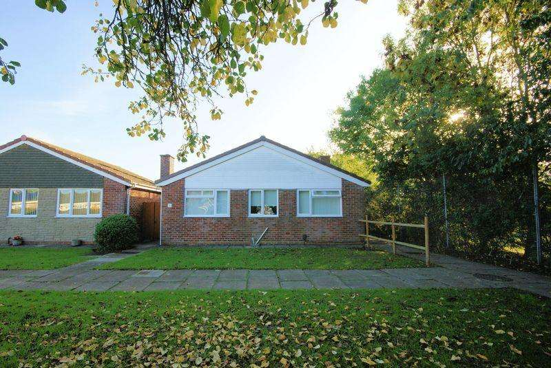 2 Bedrooms Detached Bungalow for sale in Petrel Walk, Peel Common