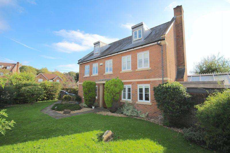 5 Bedrooms Detached House for sale in Ffordd Gwern, St Fagans , Cardiff