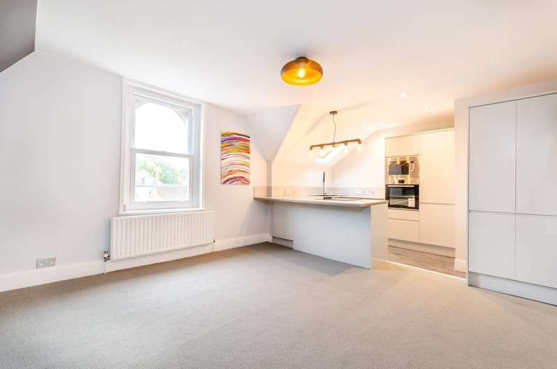 2 Bedrooms Flat for sale in Rockmount Road, Crystal Palace, SE19