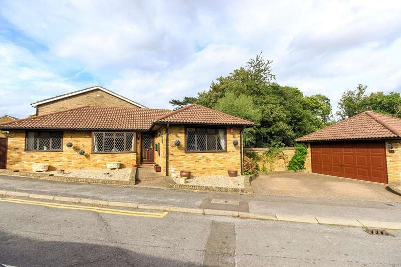 2 Bedrooms Detached Bungalow for sale in The Spinney, EN10