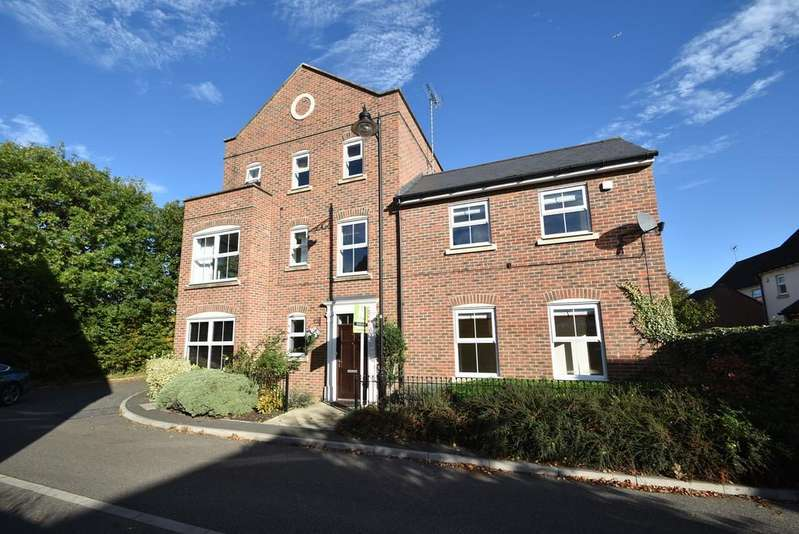 5 Bedrooms Detached House for sale in Bayford Way, Forest Hall Park, Stansted