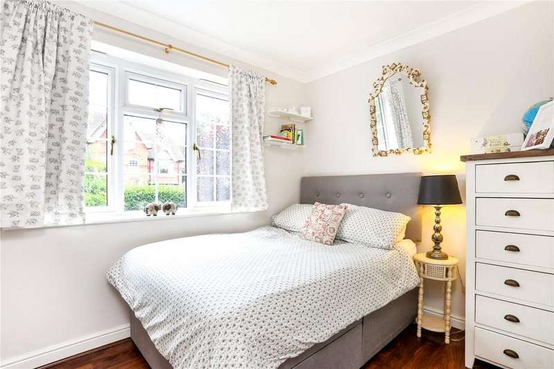2 Bedrooms Flat for sale in Knights Place, St. Leonards Road, Windsor, Berkshire, SL4