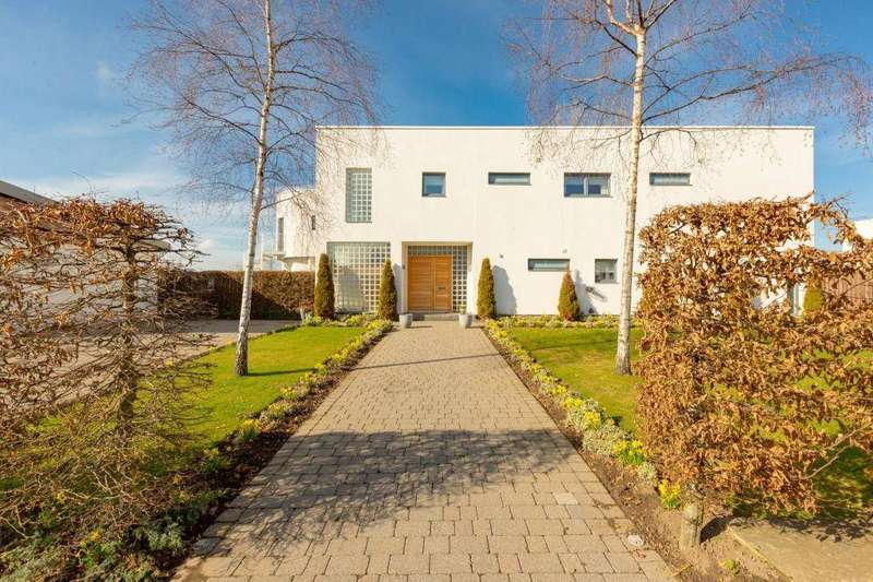 5 Bedrooms Detached House for sale in 9 Castle Gogar Rigg, Edinburgh, EH12 9FP