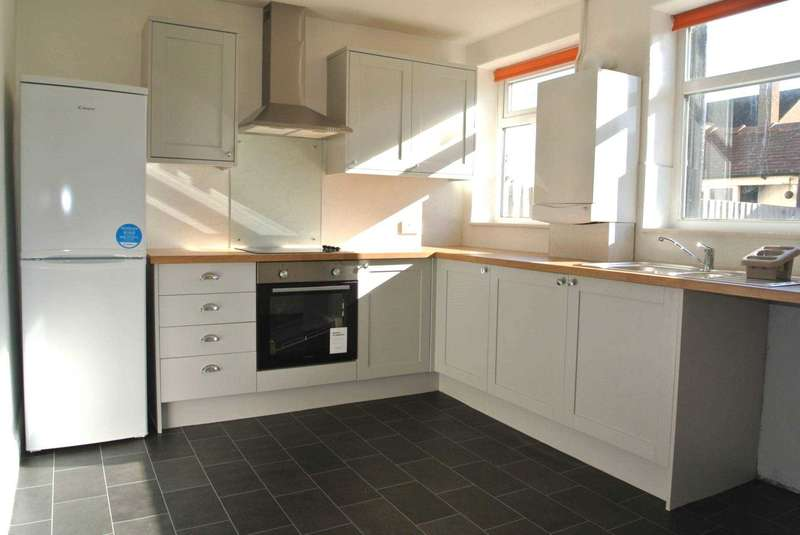 2 Bedrooms House for sale in Willowbank Avenue, Blackpool, FY4 3NB