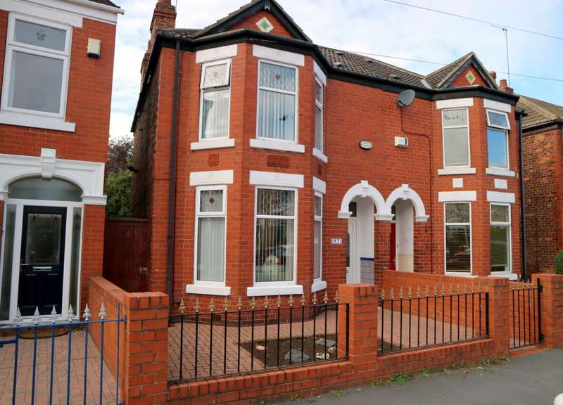 3 Bedrooms Semi Detached House for sale in Ellesmere Avenue, Hull, HU8