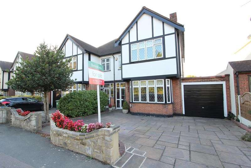3 Bedrooms Semi Detached House for sale in Hall Lane, Upminster, Essex, RM14