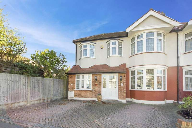 4 Bedrooms Semi Detached House for sale in Lakeside Avenue, Ilford, Essex, IG4