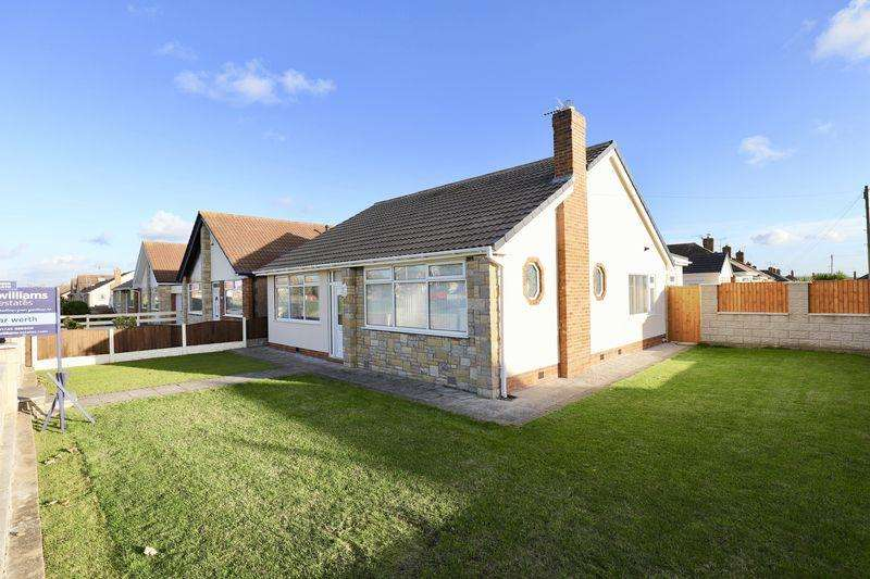 4 Bedrooms Detached Bungalow for sale in Victoria Road West, Prestatyn