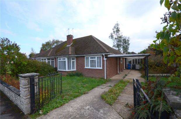 2 Bedrooms Semi Detached Bungalow for sale in Truro Close, Maidenhead, Berkshire