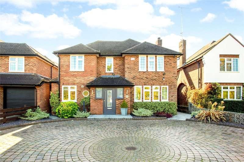 4 Bedrooms Detached House for sale in Tippendell Lane, Park Street, St. Albans, Hertfordshire, AL2